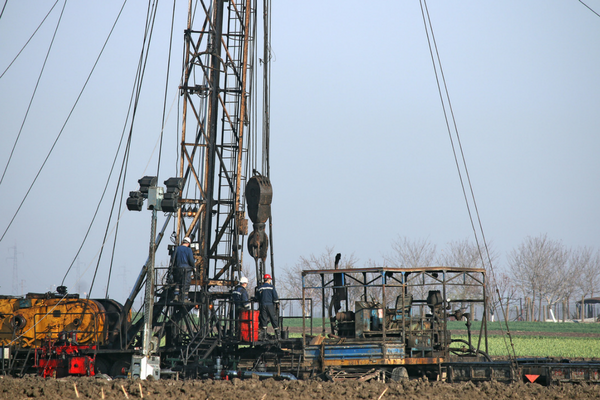oil workers (1).png
